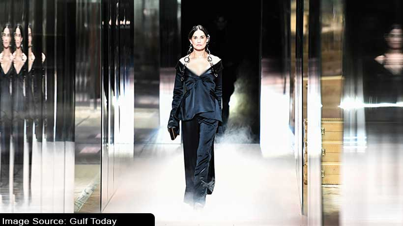 demi-moore-adds-an-oomph-factor-to-her-look-at-haute-couture-fashion-week