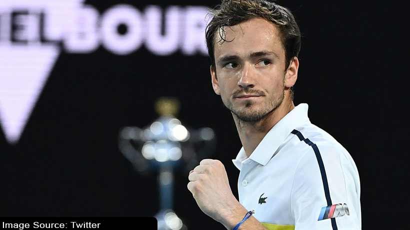 australian-open:-daniil-medvedev-beats-stefanos-tsitsipas-in-semi-finals