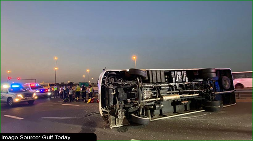 sleepy-driver-crashes-bus-into-metal-barrier