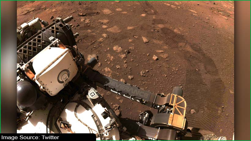 nasa's-perseverance-leaves-its-first-wheel-tracks-on-mars