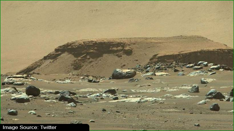 sign-of-water-trapped-on-mars-challenges-existing-theories