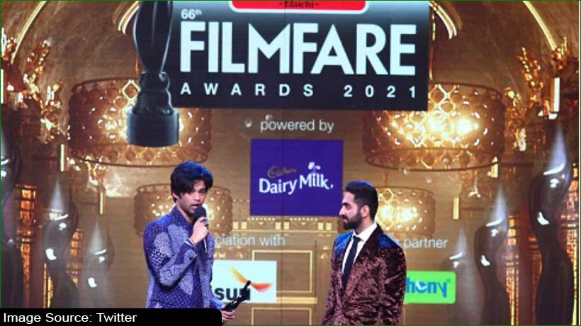 filmfare-awards:-irrfan-khan's-son-wears-dad's-clothes-to-collect-awards