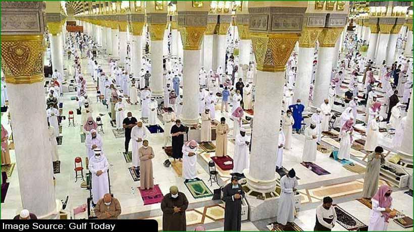 ramadan-2021:-first-taraweeh-prayers-offered-at-makkah-madinah
