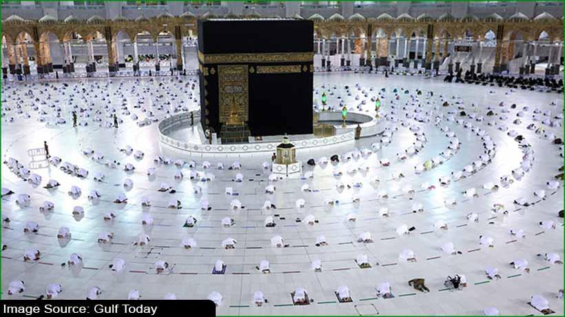 covid-19:-immunised-pilgrims-perform-umrah-in-makkah-as-ramadan-begins