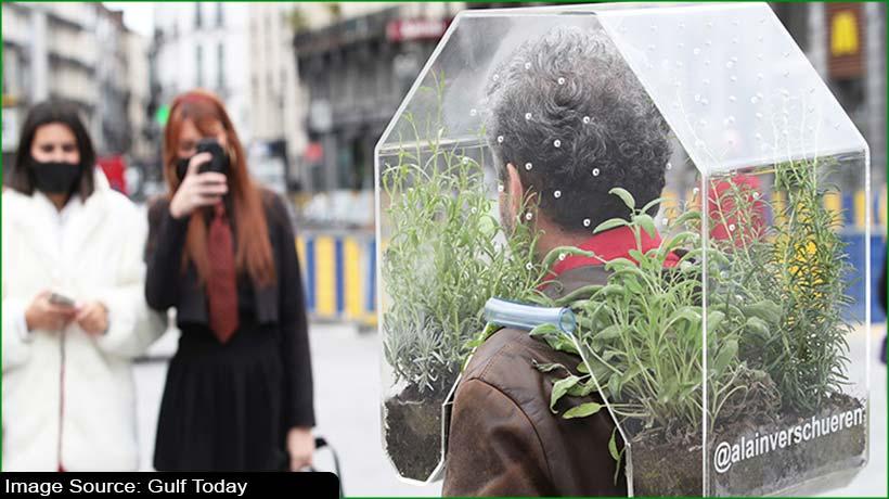 portable-oasis:-belgian-artist-develops-covid-19-free-bubble-to-stroll