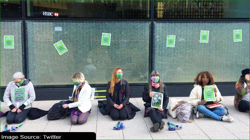 एचएसबीसी मुख्यालय पर जलवायु कार्यकर्ताओं ने किया प्रदर्शन