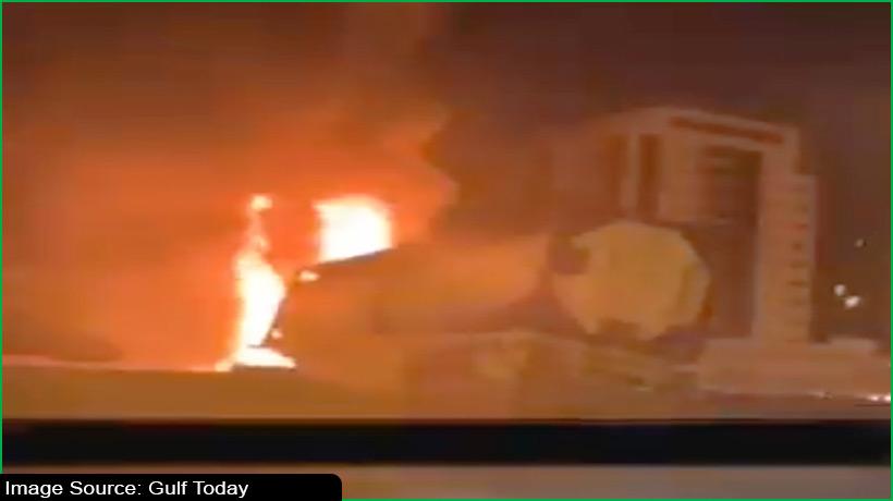 बीच सड़क पर आग के गोले में तब्दील हुआ ऑयल टैंकर
