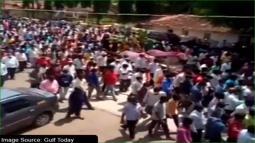 hundreds-violate-covid-19-norms-for-horse's-funeral-in-karnataka