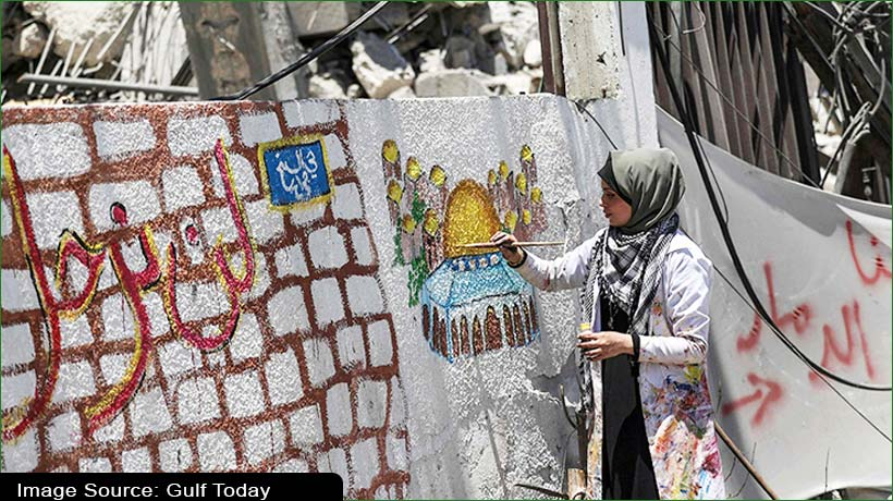 28-year-old-palestinian-artist-paints-gaza's-broken-things-with-paintbrush