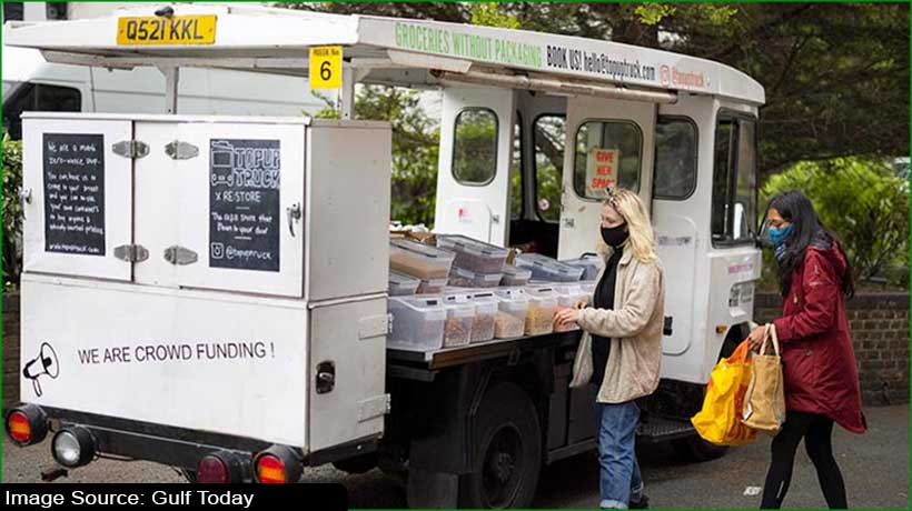 this-london-milk-float-offers-people-plastic-free-groceries