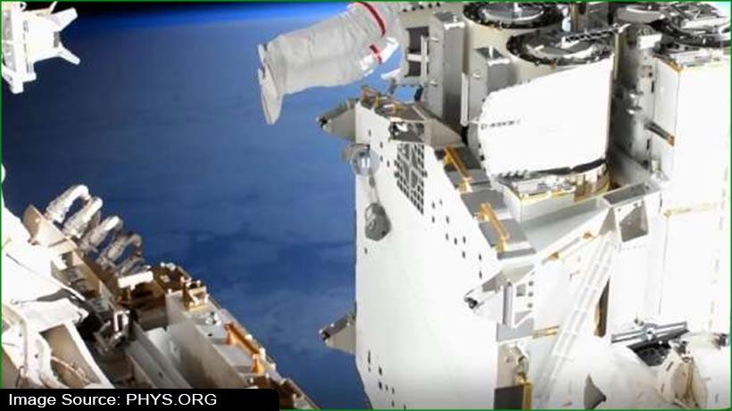 अंतरिक्ष यात्रियों ने ISS पर स्थापित किए नए रोलआउट और पैनल