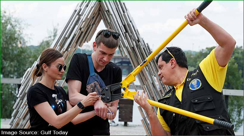 ukranian-couple-break-up-after-being-handcuffed-together-for-123-days