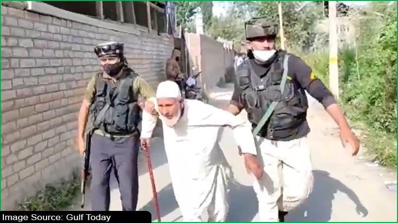 कश्मीरी पुलिसकर्मियों की मानवता का ये वीडियो अपने देखा क्या?