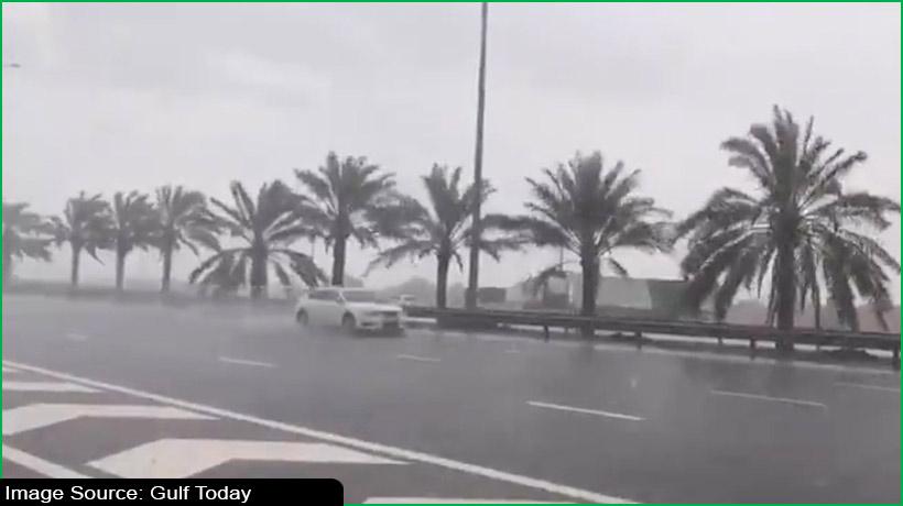 यूएई के विभिन्न हिस्सों हुई बारिश, रिकॉर्ड किया गया सबसे कम तापमान