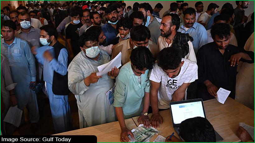 कोरोना वैक्सीन की कमी से मुश्किल में फंसे पाकिस्तानी प्रवासी कामगर