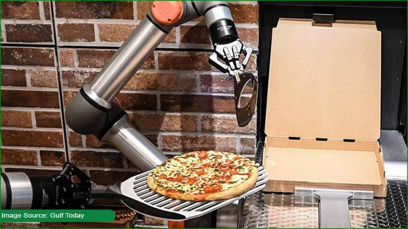 paris-restaurant-hires-robot-to-cook-pizza!
