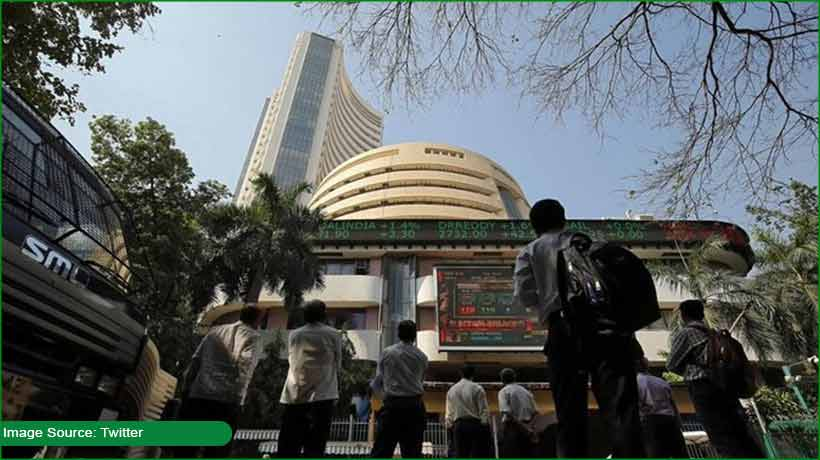 indian-indices-trade-flat-as-it-firms-record-gains