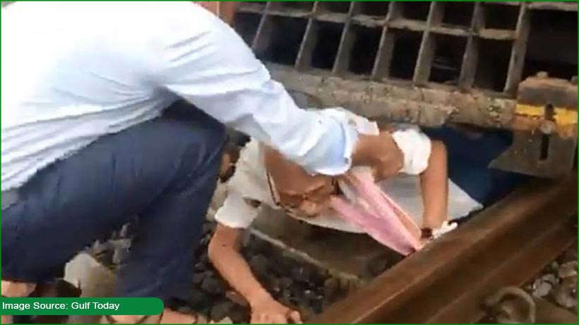 india:-senior-citizen-narrowly-escapes-death-after-falling-on-rail-track