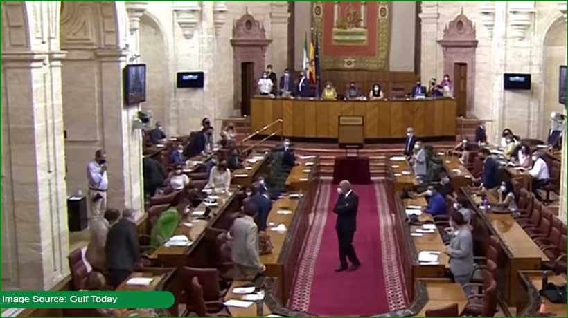 politicians-hop-climb-on-chairs-as-rat-enters-spanish-parliament