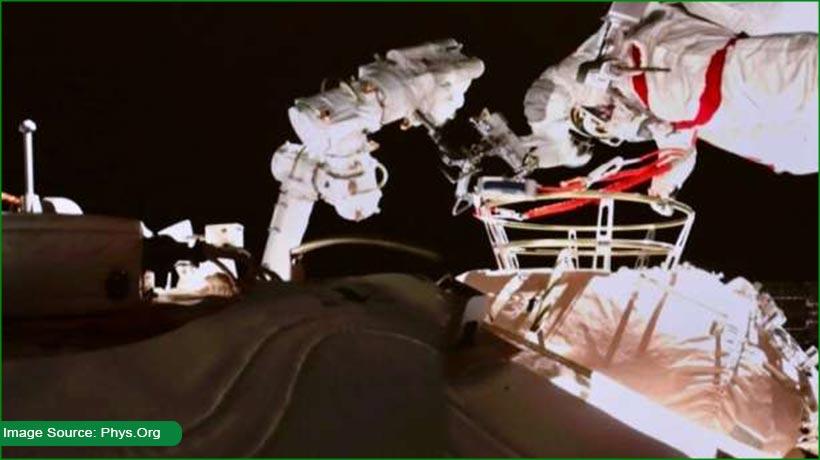 chinese-astronauts-spacewalk-to-upgrade-robotic-arm