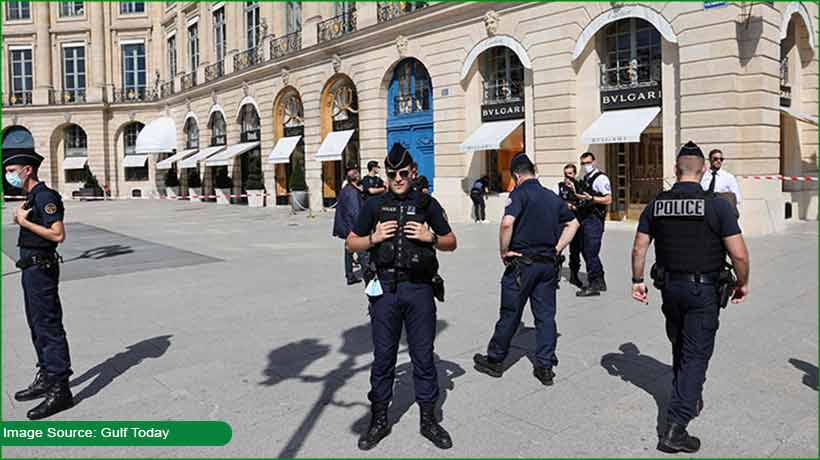'suited-booted'-thieves-steal-jewels-worth-usd11.8-mn-in-paris