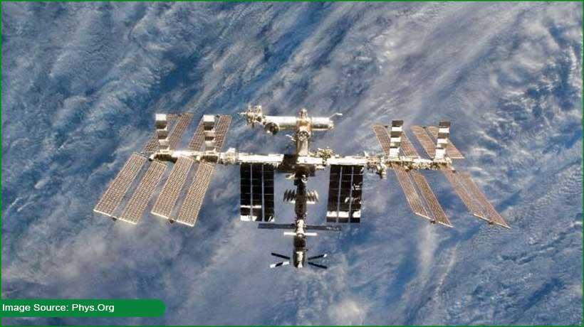 astronauts-report-smoke-burning-on-russia's-iss-module