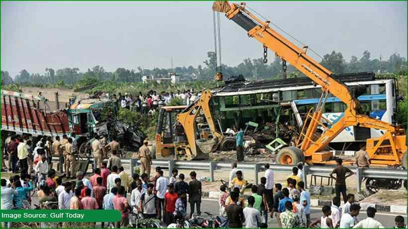 bus-swerves-off-the-road-kills-12-and-injures-27-in-india's-up