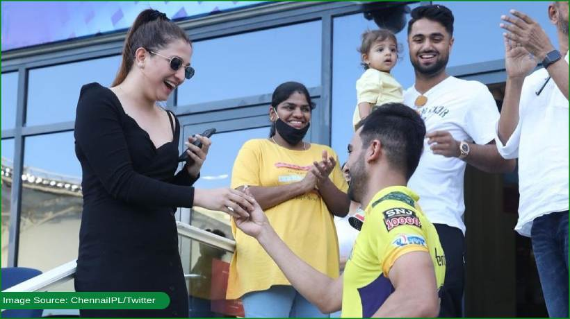 she-said-yesssss:-indian-cricketer-pulls-out-ring-during-ipl-game