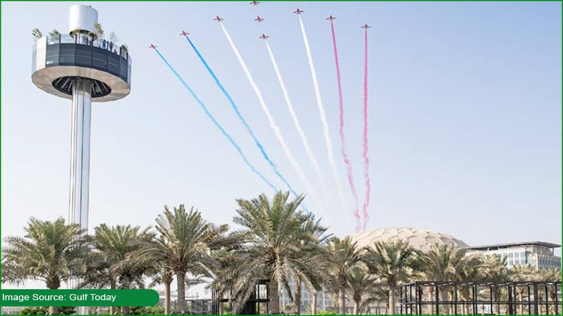 red-arrows-put-on-show-for-budding-engineers-at-expo-2020